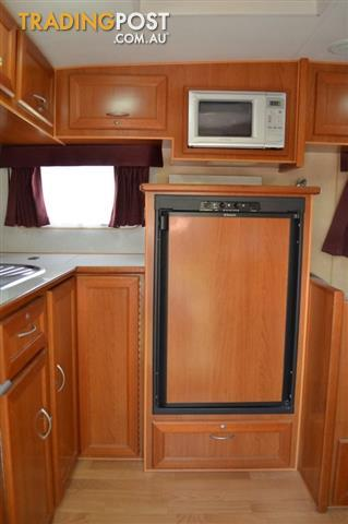 2009 Crusader MKII Dual Axle 21ft Single Beds
