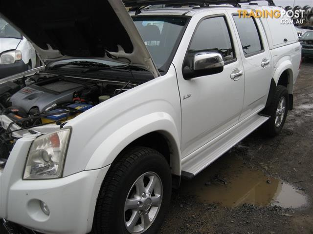 ISUZU D MAX 2010 FOR WRECKING (COMPLETE CAR ) TURBO DIESEL