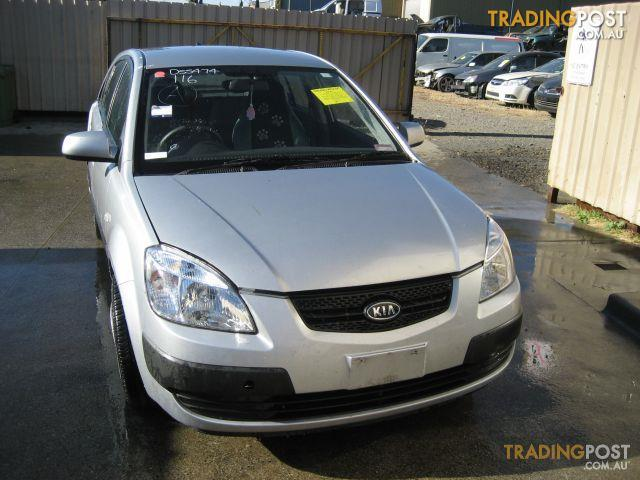 KIA RIO 2008 HATCH (complete car for wrecking)