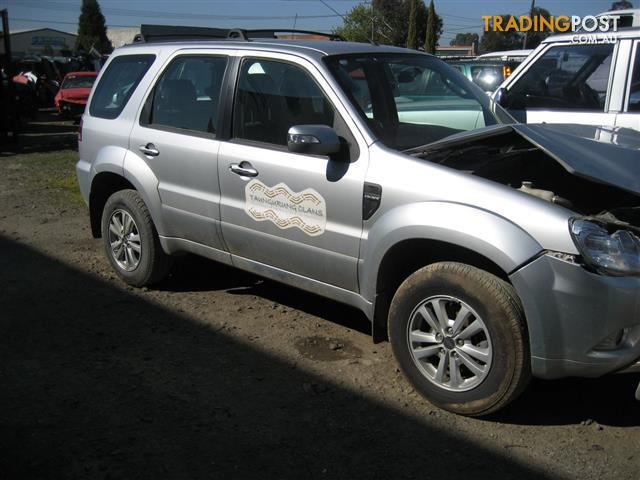 FORD ESCAPE 2010 FOR WRECKING (COMPLETE CAR ) MANY PARTS