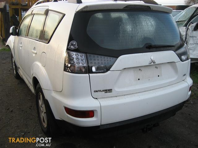 MITSUBISHI OUTLANDER ZH 2012 FOR WRECKING (COMPLETE CAR)