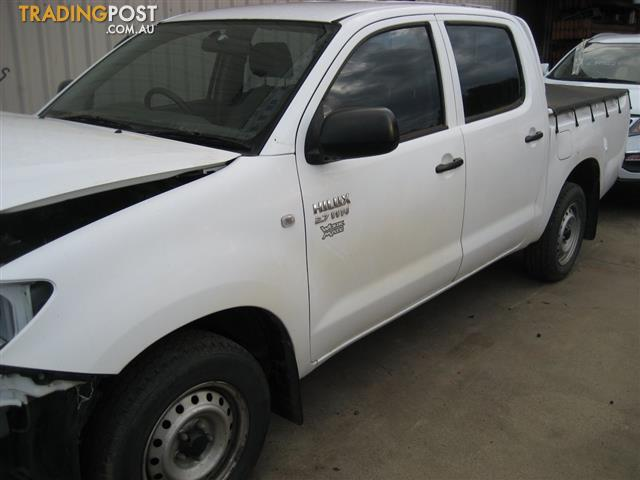 TOYOTA HILUX 2010 SR DAUL CAB FOR PARTS AND WRECKING (COMPLETE CAR)