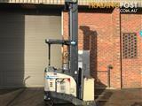 Crown RR5225 Reach Forklift Forklift