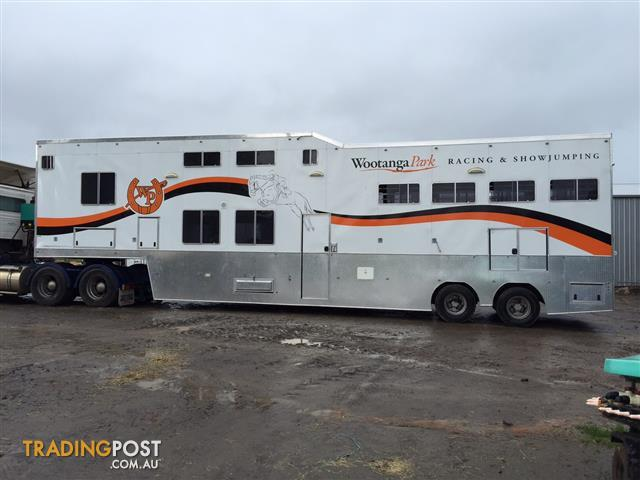 BARGAIN PRICE FOR PURE LUXURY!!!! 7 horse truck trailer angled with living