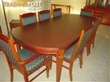 T.H. BROWN 9 PIECE EXTENSION TABLE AND CHAIRS- EXCELLENT CONDITION