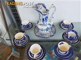 Vintage willow pattern china : six teacups, saucers and dessert plates