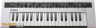 Yamaha reface CS Analog synthesizer