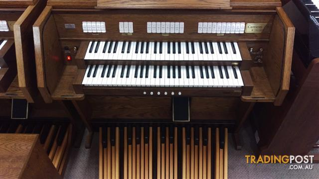 Viscount Canticus 270 Classical Organ with a 27 flat straight pedal board