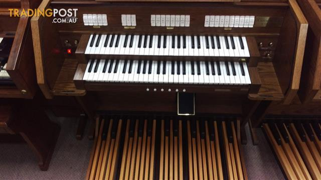 Viscount Canticus 270 Classical Organ with a 27 flat straight pedal board - Sold