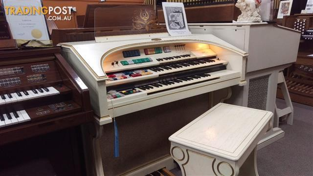 Wurlitzer Organ Theatre Horseshoe Model 580TA ~ Antique White and Gold