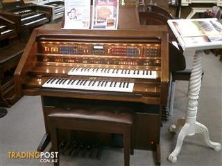 Lowrey Holiday Deluxe Organ LX300