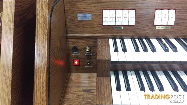 Viscount Canticus 270 Classical Organ with a 27 flat radiating pedal board