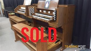 SOLD - Viscount Classical Organ Model Cantata