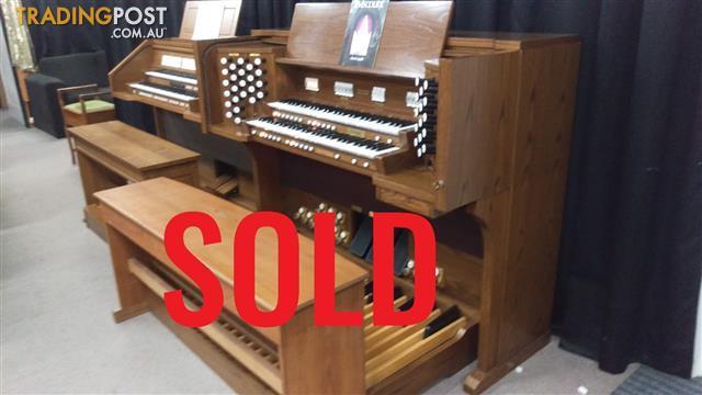 SOLD - Viscount Classical Organ Model Cantata