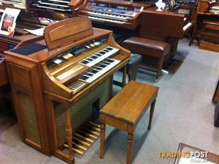 Gulbransen Organ Series 400