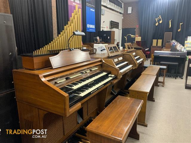 CONN Organ Cathedral Console - Model 611