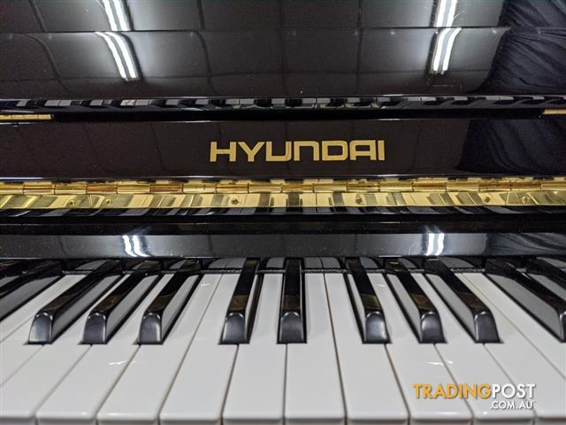 Hyundai U822- Polished Ebony Upright Acoustic Piano