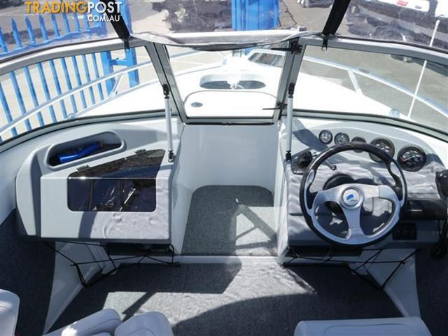 QUINTREX 530 LAZEABOUT RUNABOUT