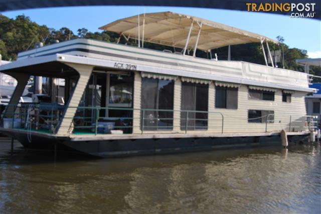 LIFESTYLE-PLUS-ON-A-HOUSEBOAT-ON-THE-HAWKESBURY