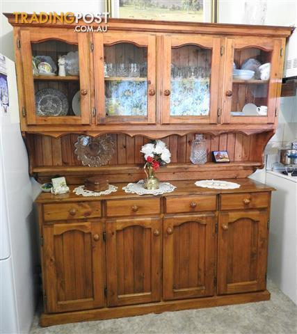 Buffet / Hutch Kitchen or Dining Room cabinet in mint condition