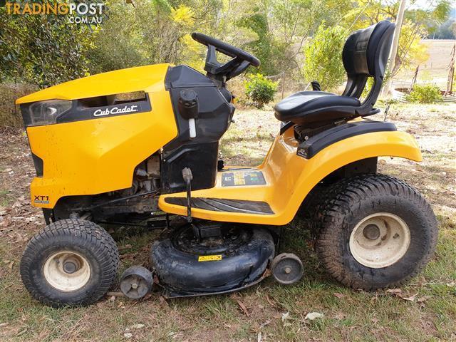 Club-Cadet-XT1-42-ride-on-lawn-mower