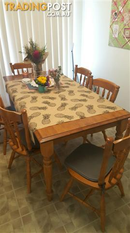 Solid Wood dining table & 6 Chairs - for quick Sale!