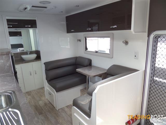safari delta 186 torflex independent suspension full ensuite shower toilet for sale in. Black Bedroom Furniture Sets. Home Design Ideas