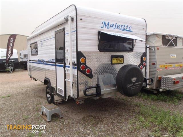 2013 Majestic Navigator 17'