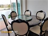 Stylish 6-seater dining suite in mint condition