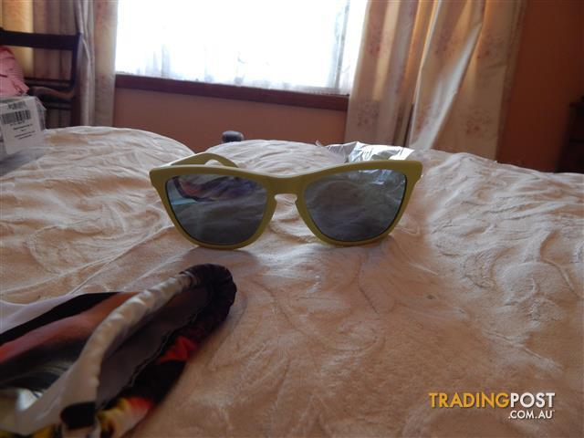 Oakley Frogskins Sunglasses, brand new in box