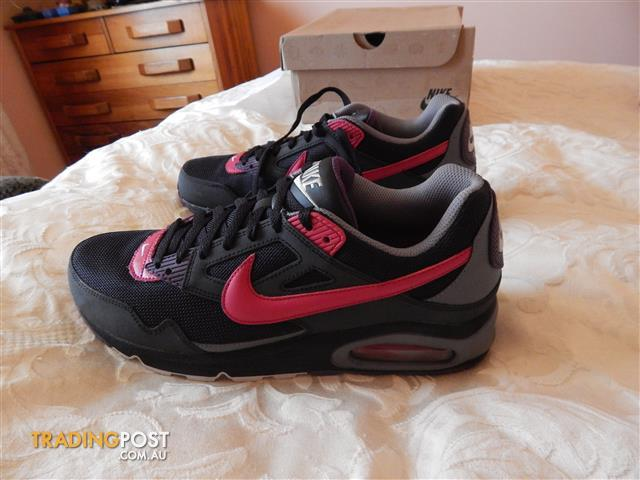 Nike Air Max Skyline shoes, mens size 10 US, brand new in box