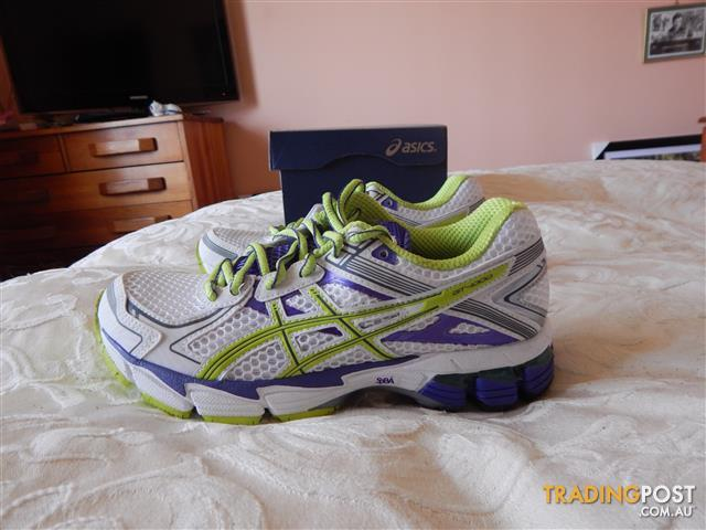 Asics Gel GT-1000 2 womens shoes, size 5 US, brand new in box