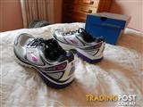 Brooks Ghost 7 womens shoes, size 9 US, Brand New in Box