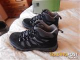 Karrimor mens hiking/snow boots, 11 US, brand new in box