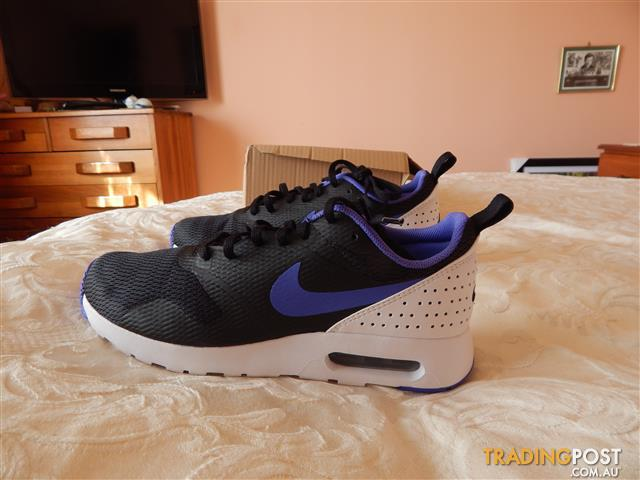 Nike Air Max Tavas mens shoes, size 10.5 US, brand new in box
