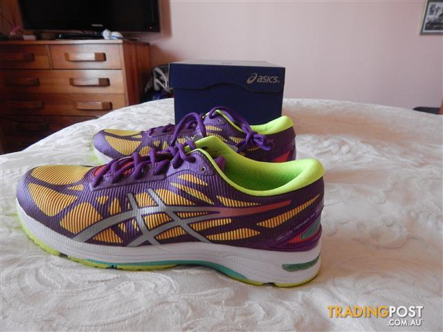 Asics Gel-DS NC womens shoes, size 8.5 US, brand new in box