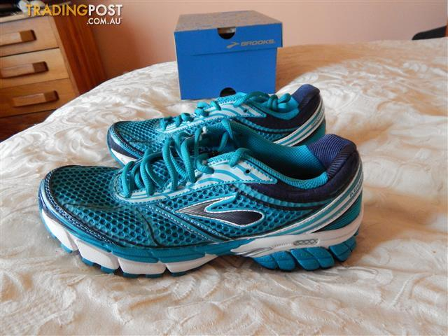 Brooks Aduro 2 women's shoes, size 7.5 US, brand new in box