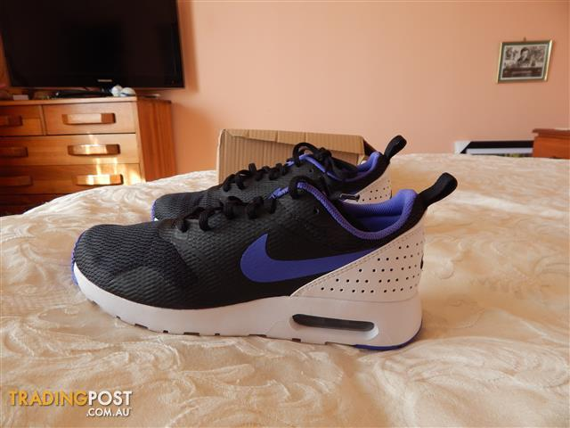 Nike Air Max Tavas mens shoes, size 9 US, brand new in box