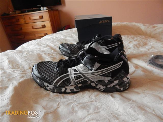 Asics Gel Noosa-Tri 8 mens shoes, size 8 US, brand new in box