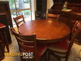Extendable round solid timber dinning suite