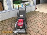 Honda HRU216 push mower
