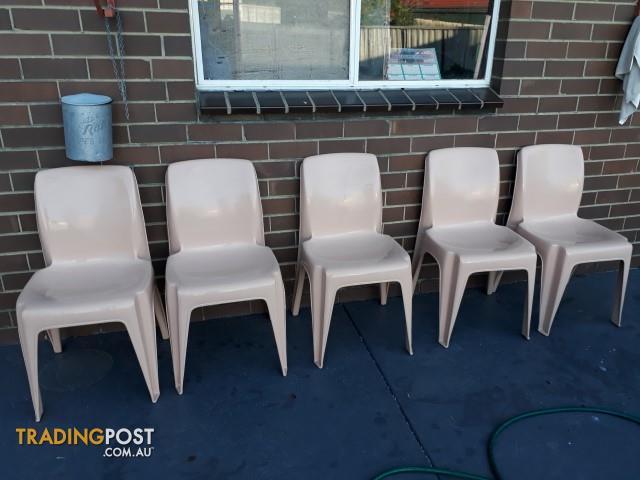 6 Sibele plastic chairs