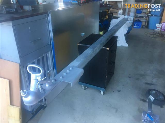 Extendable draw bar for boat launch on beach