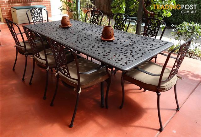 Cast Aluminium Outdoor Dining Table