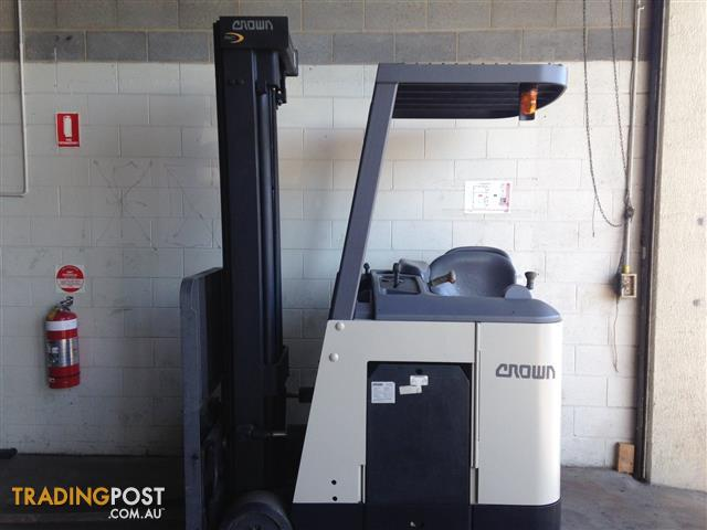 Crown RC 3000 Reach Forklift Forklift