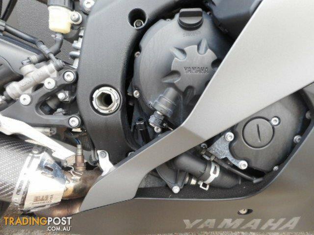 2013-Yamaha-YZF-R6-SP-600CC-11-Black