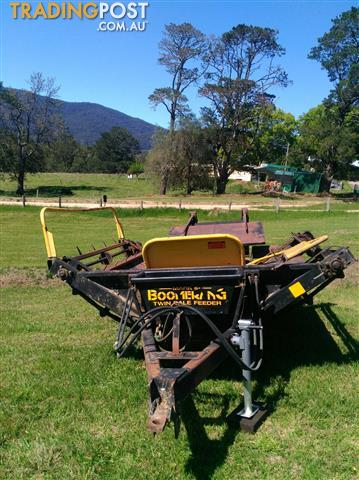 USED-BOOMERANG-TWIN-BALE-FEEDER-FOR-SALE