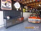 Work Bench/tool box x 20 draws