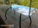 Glass table 1600x900