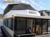 """Houseboat Holiday Home on the Water of Lake Eildon """"Xstatic"""""""